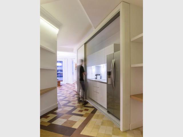 Un couloir pensé comme une véritable pièce - Rénovation d'un apprtement des années 1940 à Montpellier