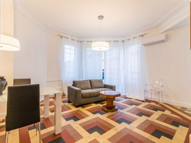 Un salon grand octogonal - Rénovation d'un apprtement des années 1940 à Montpellier