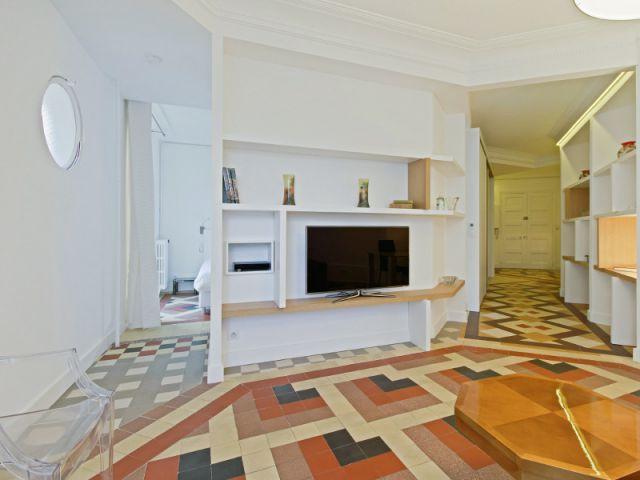 Une juxtaposition de carrelages différents pour séparer des espaces - Rénovation d'un apprtement des années 1940 à Montpellier