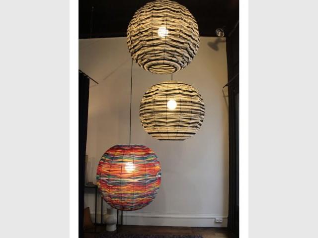 Des suspensions sculpturales en laine colorées - Femmes de design