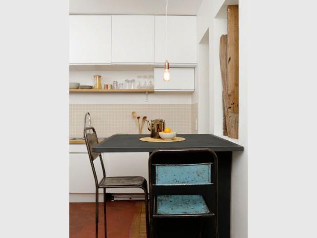 Une grande cuisine en toute simplicité - Appartement parisien lumineux autour du bois