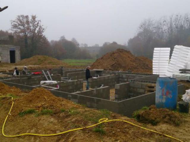 Elévation des murs de soubassement - Maison Bati Tech