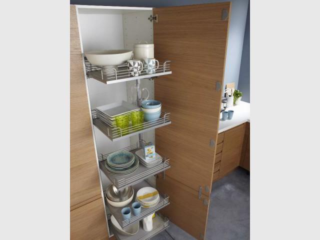 Un placard coulissant pour un accès instinctif - Dix solution de rangement pour sa vaisselle