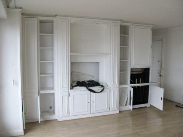Un rangement vieillot entre la cuisine et le salon - Des rangements sur-mesure pour gagner de la place
