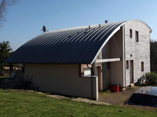 Une toiture cintrée bien particulière - Maison Vannes - Patrice Bideau