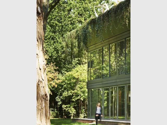 Maison PATH de Philippe Starck : un toit en corniche - PATH