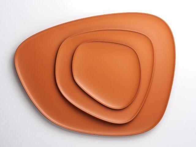 Des plateaux design pour une table orange - Autour de la couleur orange