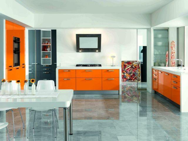 Une cuisine au mobilier orange pleine d'énergie - Autour de la couleur orange