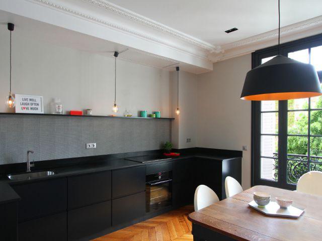 Une cuisine pensée comme une pièce à vivre - Cuisine à vivre graphique et vive