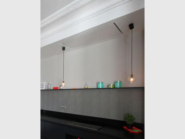 atmosph re graphique et r tro pour une cuisine vivre. Black Bedroom Furniture Sets. Home Design Ideas