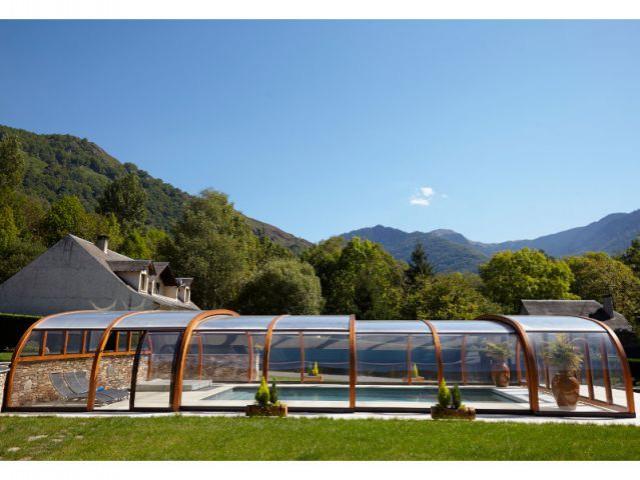 L'assemblage de onze arceaux en lamellé-collé - Reportage abri de piscine montagne
