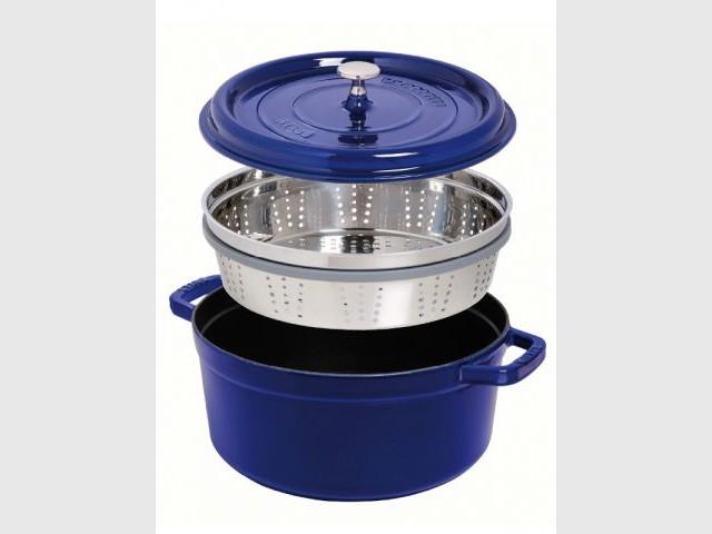 Une cocotte avec panier vapeur pour garder les vitamines des légumes - Autour de la soupe