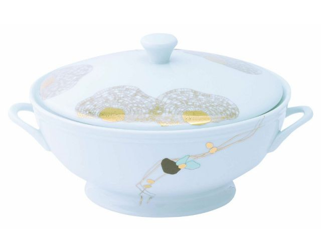 Une soupière traditionnelle pour servir le potage - Autour de la soupe