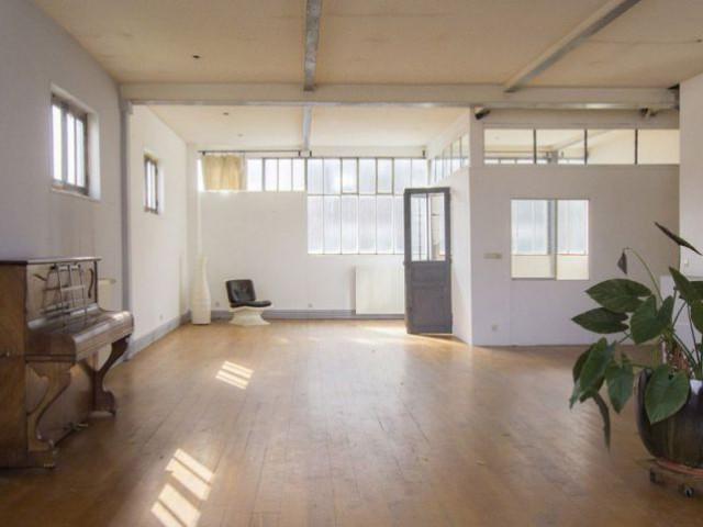 de l 39 usine de pansements au loft. Black Bedroom Furniture Sets. Home Design Ideas