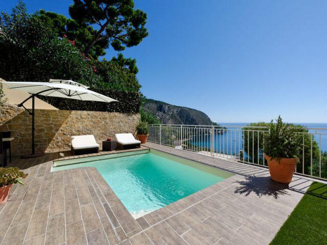 Une piscine citadine de forme libre sur une terrasse suspendue - Trophées de la piscine 2014