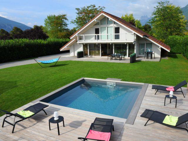 Une piscine installée par un particulier avec liner gris ardoise - Trophées de la piscine 2014