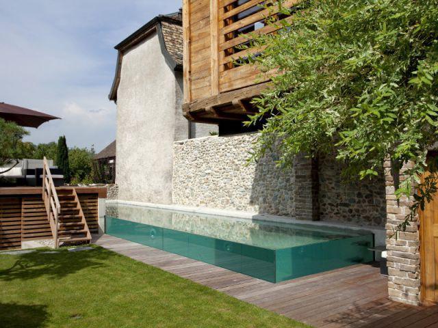 Une piscine d'exception aux parois transparentes et à débordement - Trophées de la piscine 2014