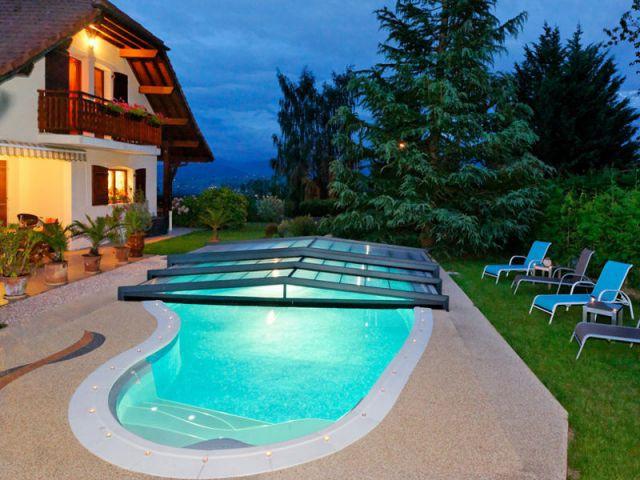 Les plus belles piscines de l 39 ann e 1 2 for Abri piscine telescopique sans rail