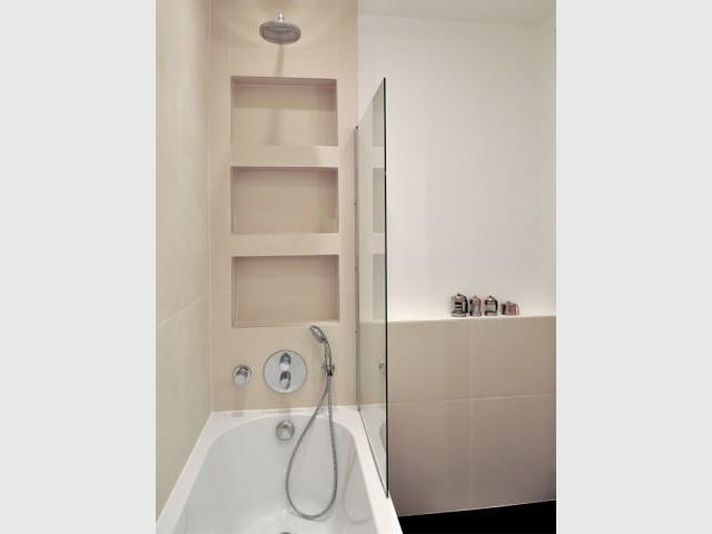 Salle de bains ornée de dentelle - Espace de nuit partagé