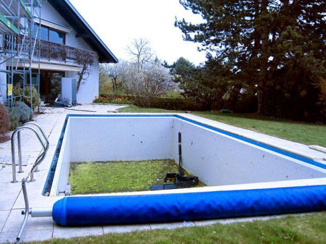 Une piscine à débordement vétuste devient un bassin miroir - Avant - Trophées de la piscine 2014