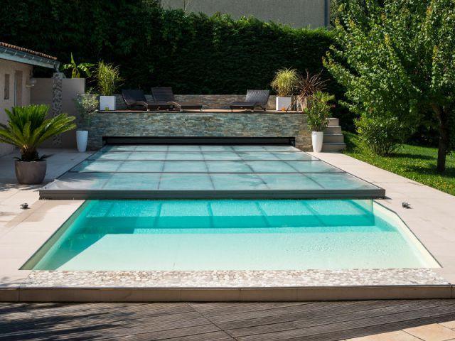 Piscine avec abri ultra discret - Trophées de la piscine 2014