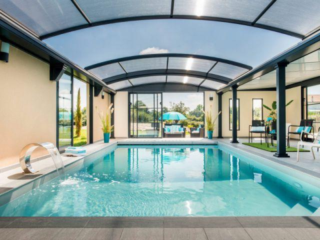 Piscine abritée sous une toiture dôme - Trophées de la piscine 2014