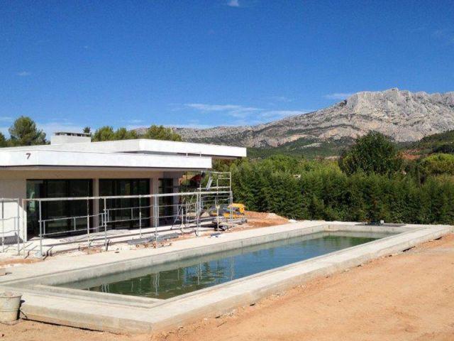 Une villa orientée plein sud pour profiter du paysage et du soleil - Villa moderne aux vues traversantes