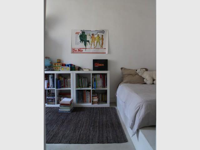Une chambre aérée et pratique qui tire partie de la hauteur sous-plafond - Rénovation appratement canut