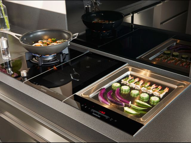 Le chef fr d ric anton imagine une cuisine tout inox pour for Cuisine integree lapeyre