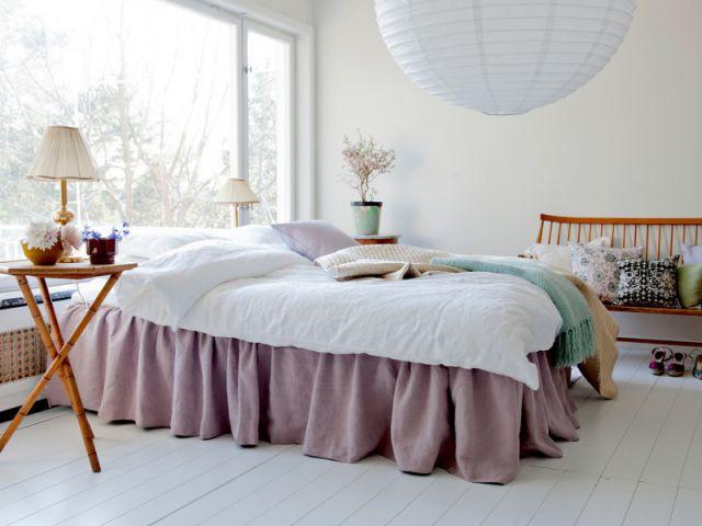 Un cache-sommier froncé : 85 € - Idées pour relooker sa chambre