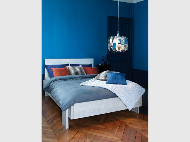 Une suspension lumineuse au plafond : 49,90 € - Idées pour relooker sa chambre