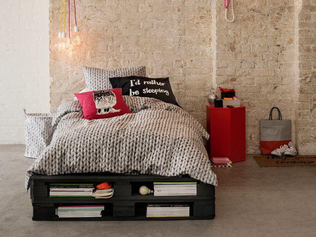 Un sommier fabriqué à partir de palettes industrielles : 0 € - Idées pour relooker sa chambre