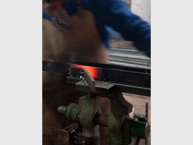 Le métier de forgeron à l'honneur - Forge Moderne, les équerres murales