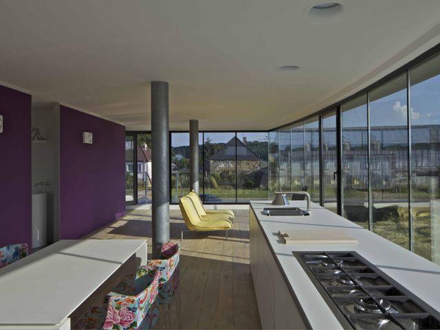 Une seule cloison longitudinale pour structurer l'espace intérieur - Maison aluminium