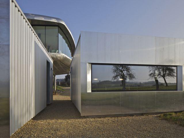 Deux chambres d'hôtes installées en contre-bas de la maison - Maison aluminium