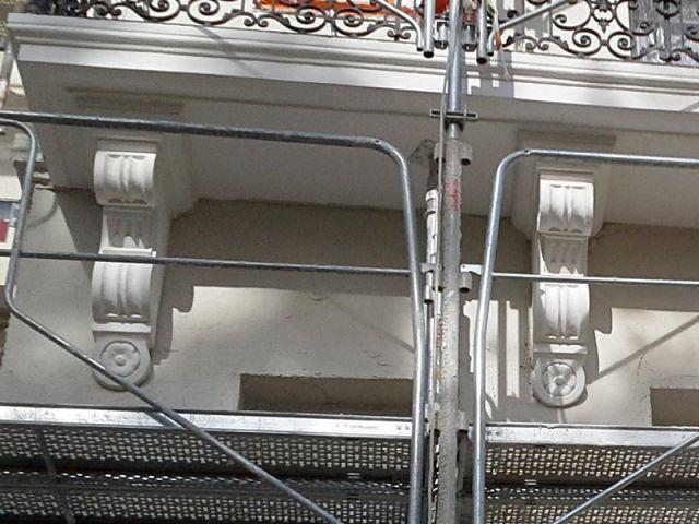 Les détails et les motifs redessinés au cutter - Ravalement de façade d'un château du XIXème