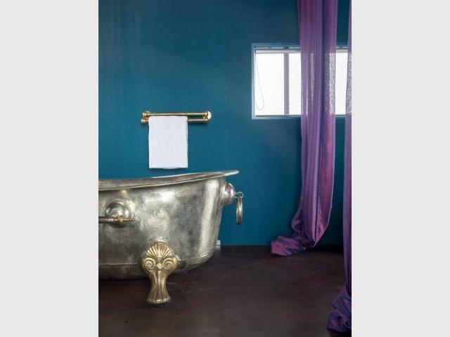 La baignoire de la suite Secret - Un hôtel dans une grue de chantier