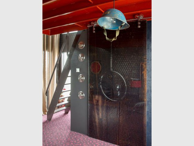 La salle de bains de la suite Mystique - Un hôtel dans une grue de chantier