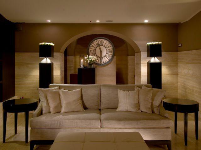 Des luminaires double-fonction qui éclairent et décorent le salon - Salon la nuit