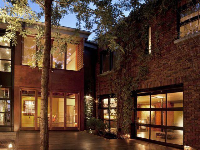 Maison d 39 architecte un b timent industriel reprend vie for Decorer une cour interieure