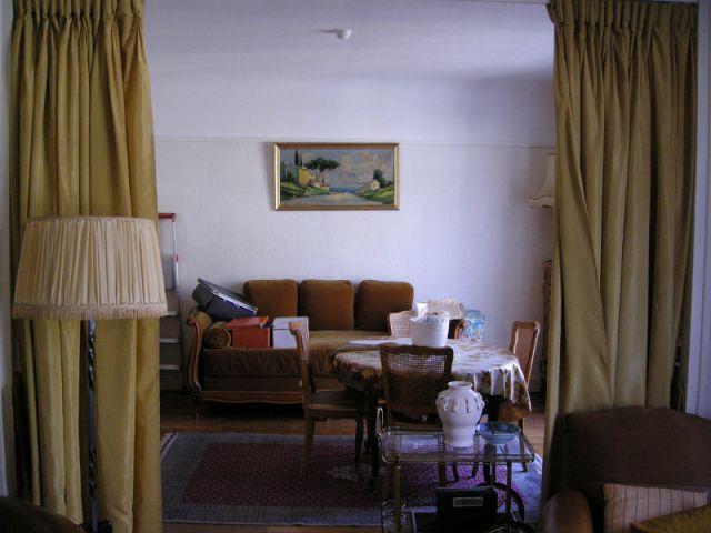 Un appartement vétuste et étroit - Une salle de bains dynamise un appartement vétuste