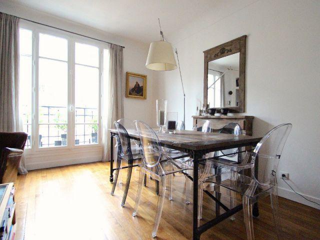 Une salle à manger lumineuse  - Une salle de bains dynamise un appartement mal agencé
