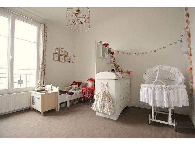Une chambre d'enfants à la décoration discrète et subtile - Une salle de bains dynamise un appartement mal agencé