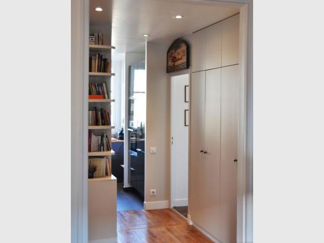 Un ballon d'eau chaude astucieusement dissimulé  - Une salle de bains dynamise un appartement mal agencé