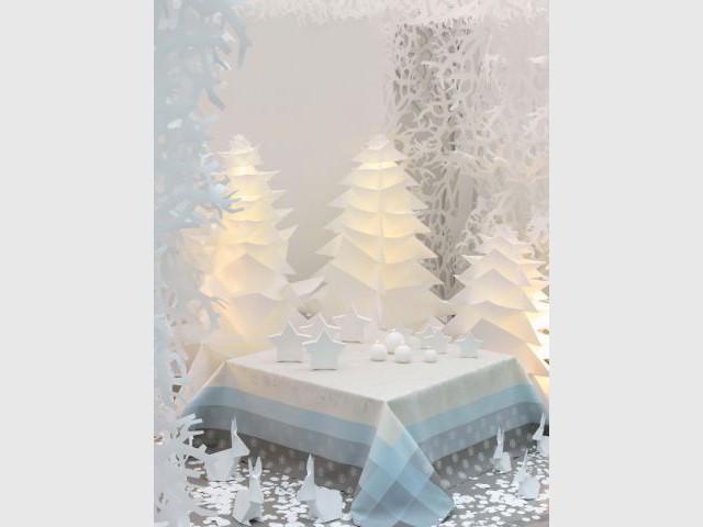 Un sapin lumineux en papier pour une Noël givré - Sapin de Noël