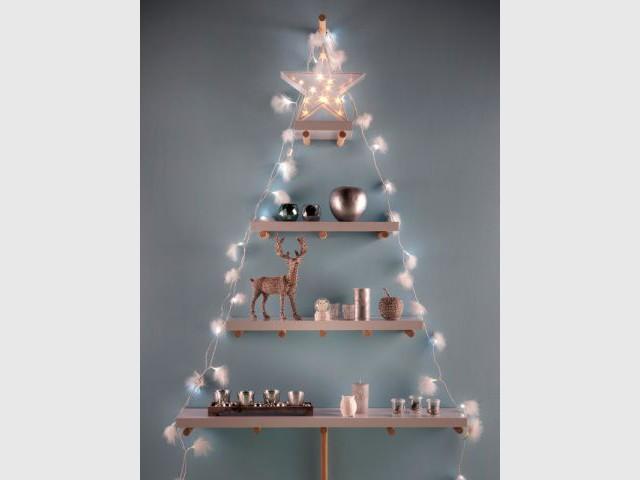 Un sapin fait d'étagères pour un Noël pratique - Sapin de Noël