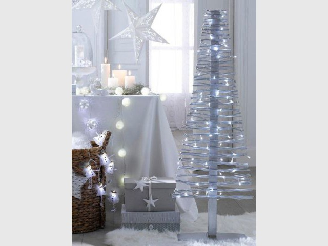 Un sapin fait de brindilles pour un Noël en toute légèreté  - Sapin de Noël