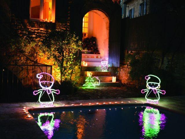 L'esprit de Noël au bord de la piscine - L'esprit de Noël souffle dans toute la maison