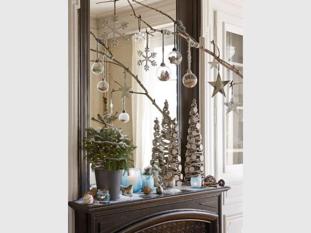L'esprit de Noël au-dessus de la cheminée - L'esprit de Noël souffle dans toute la maison