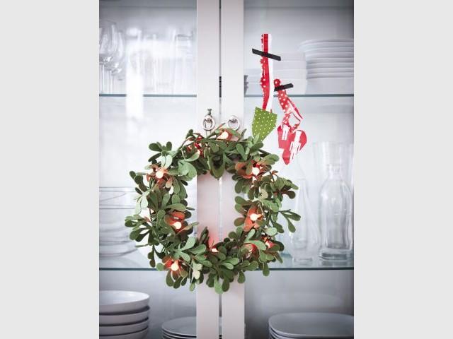 L'esprit de Noël sur le vaisselier  - L'esprit de Noël souffle dans toute la maison